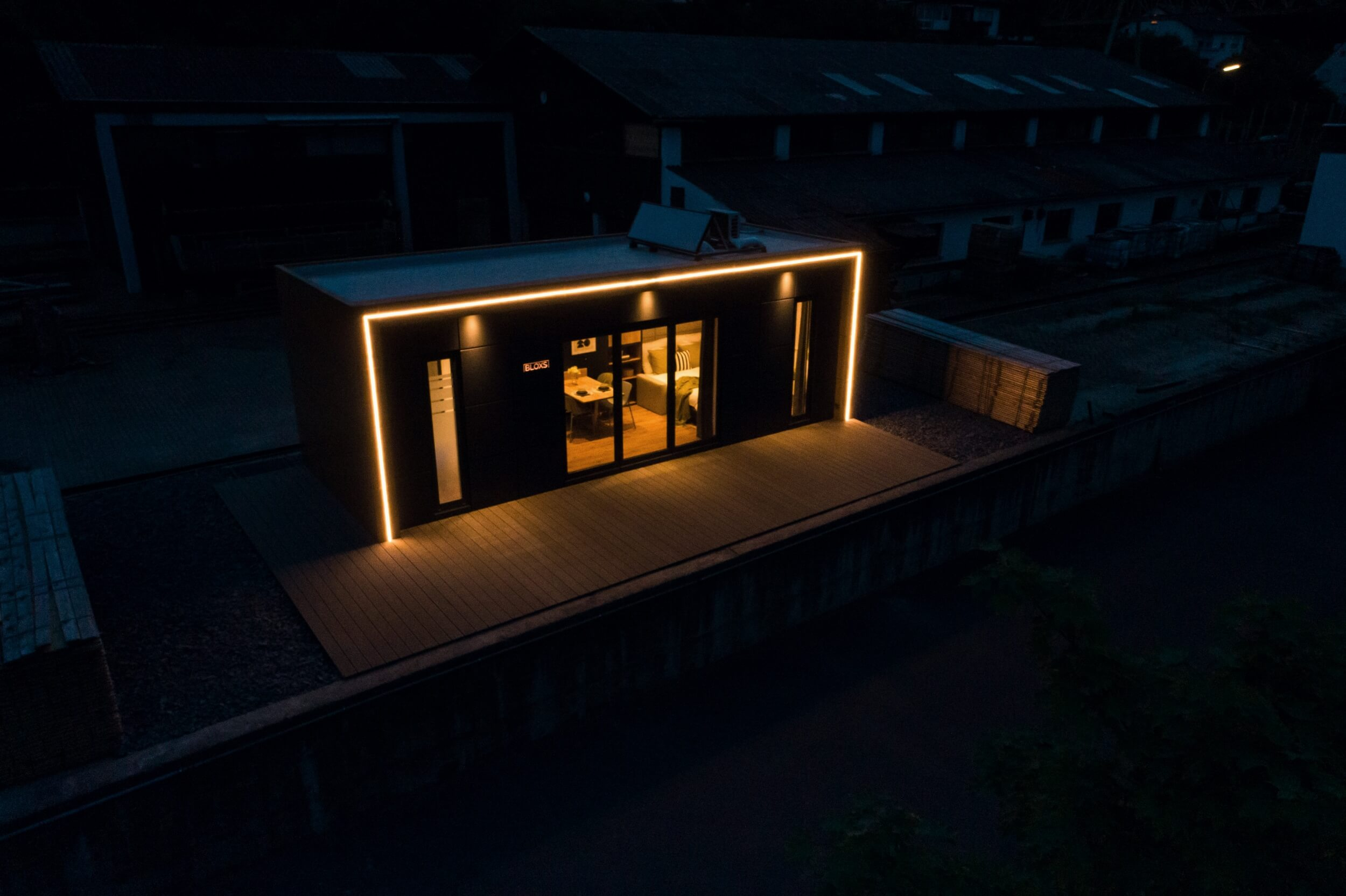 Tiny House BLOXS Außenbeleuchtung bei Nacht