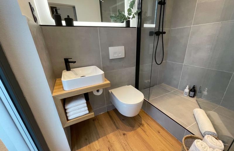 Tiny House BLOXS Premium Badezimmer mit begehbarer Dusche